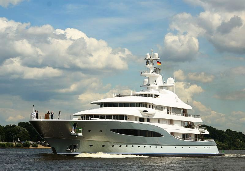 Mega Yacht Mayan Queen IV Photo Credit Ross Taylor