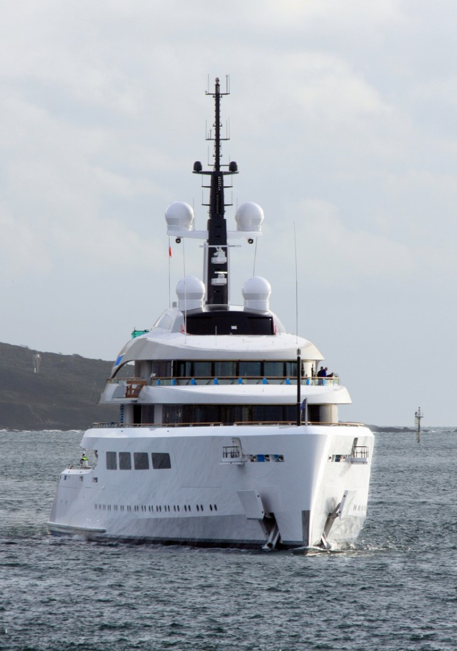 Motor Yacht VAVA II from the bow