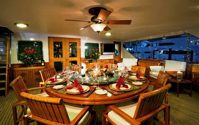 Picchiotti Super Yacht Golden Compass - Dining Room