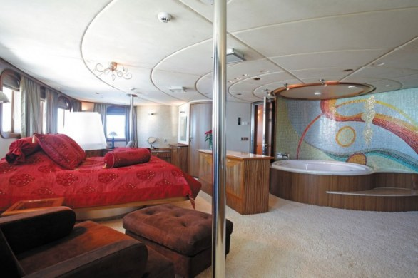 Superyacht SHERAKHAN Owner Suite