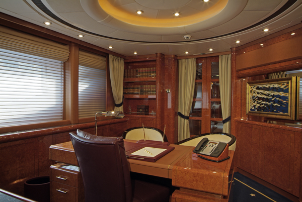 OASIS motoryacht - Master Office