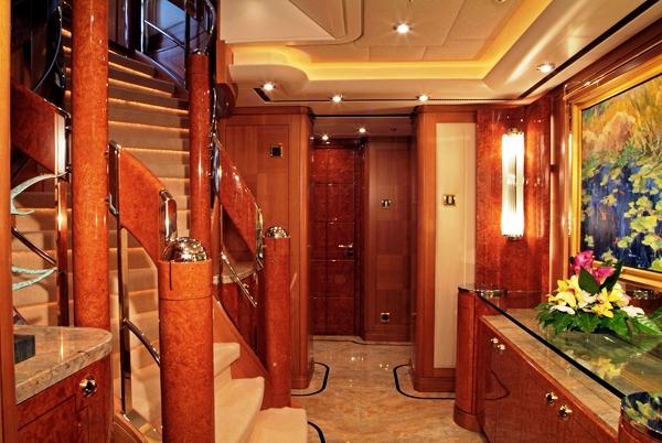 Oasis Yacht by Lurssen  - Foyer
