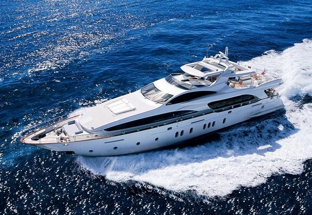 Azimut 116 luxury charter yacht GIAOLALU