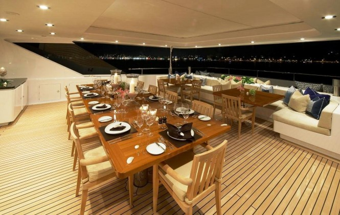 Luxury charter yacht CLOUD 9  Aft Dining