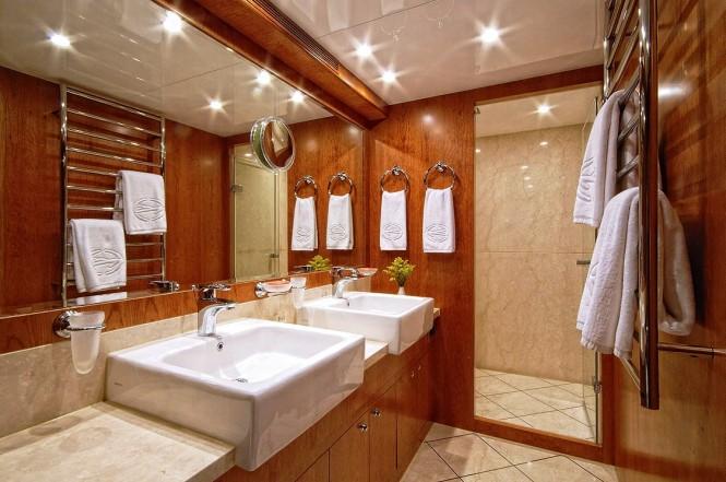 Luxury yacht ANNABEL II Master Bathroom