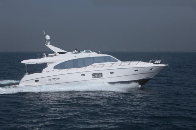 Majesty 70 Yacht running