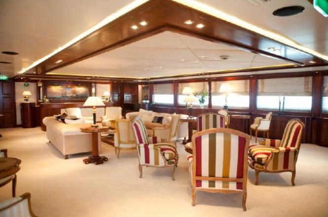 Motor Yacht O'MEGA - VIP Saloon