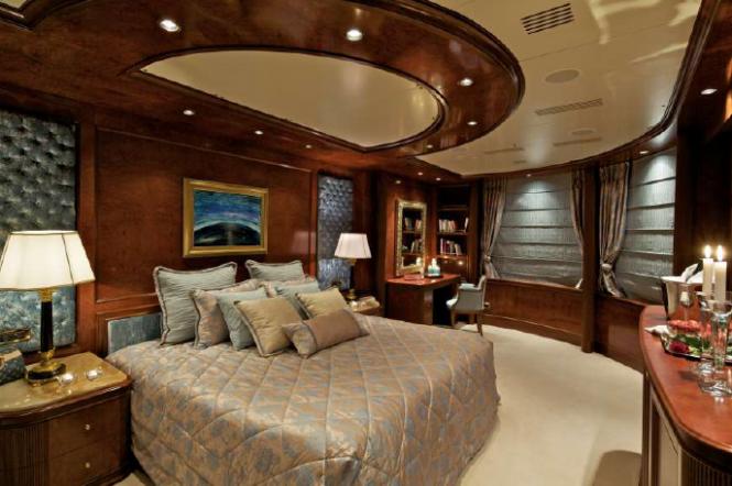 Motor Yacht O'Mega - Owner Suite