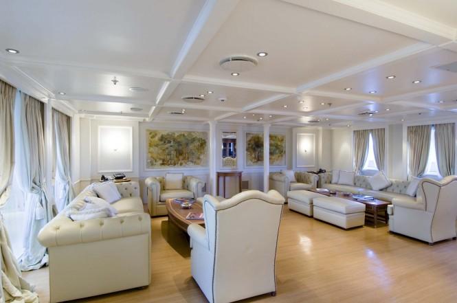 Motor yacht RM ELEGANT  - Owner's Saloon