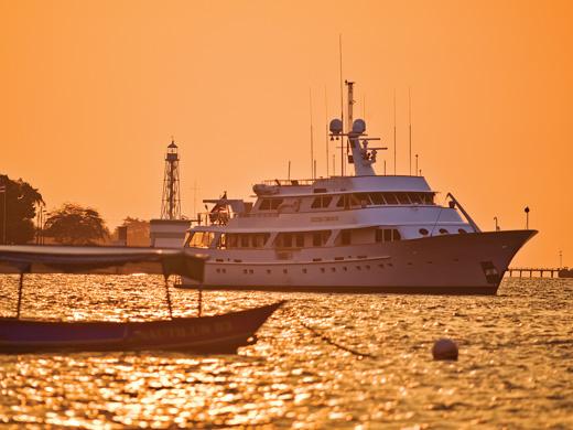 46m luxury yacht Golden Compass