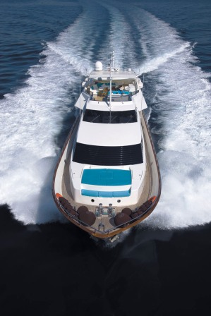 Charter Yacht Powdermonkey - Forward view