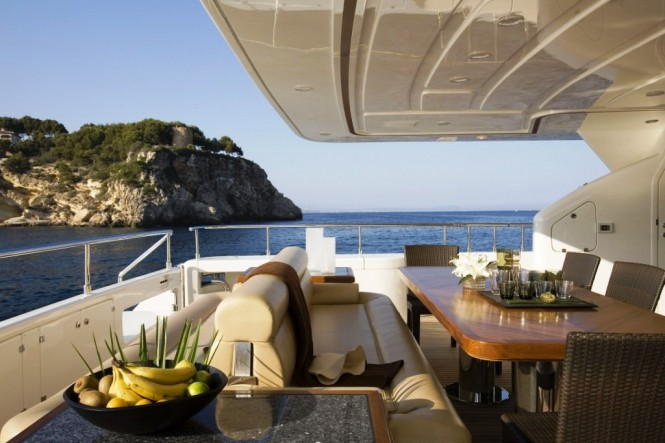 INSPIRATION B Yacht - Aft Deck Dining
