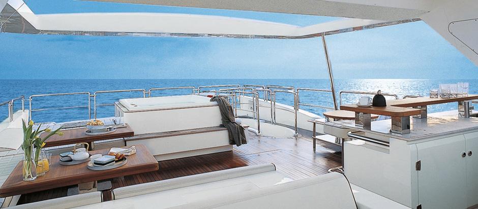 Luxury yacht Azimut Grande 105 Exterior