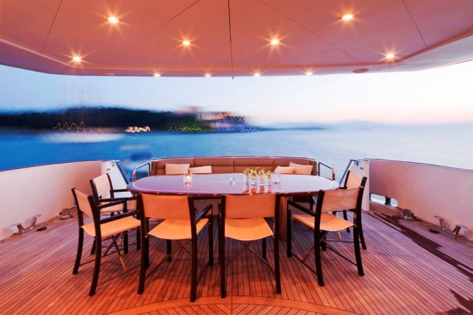Motor yacht ANNA J Aft Dining