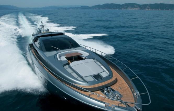 Rhino Yacht -  Forward