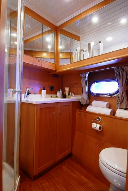 SEA COMET yacht -  Bathroom