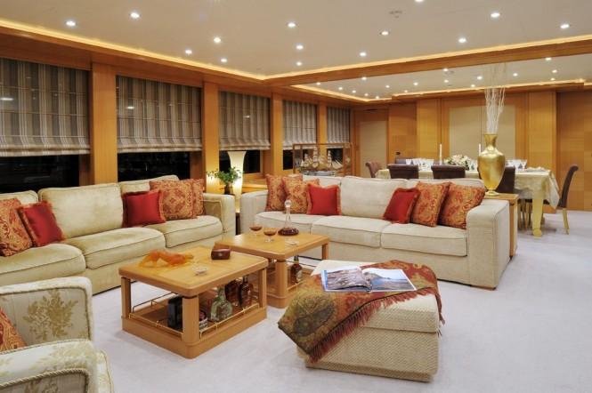 Axioma Yacht - Dining and Salon