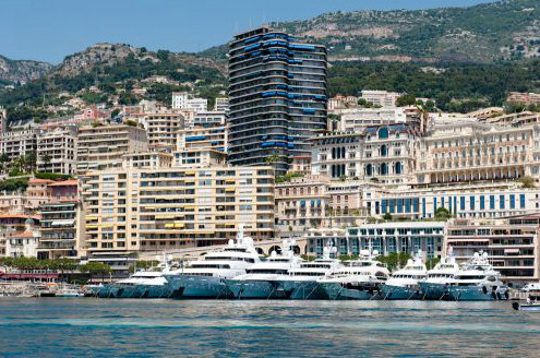 Luxurious yachts lined up along the Quai des États-Unis