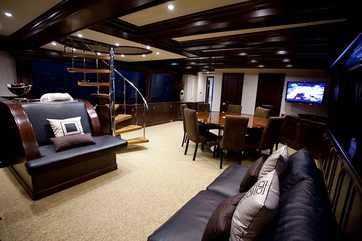 Motor yacht Spirit of Two Thousand and Ten - Salon and Dining