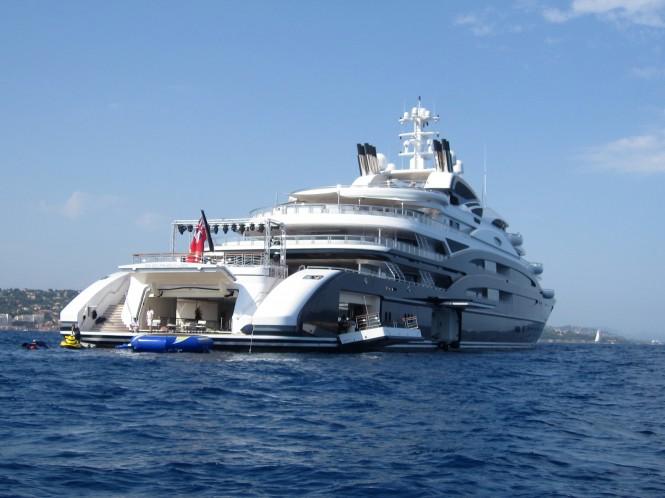 Serene luxury yacht - Beach club
