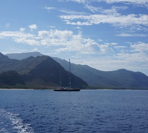 Spectacular charter yacht Drumbeat captured in Hawaii