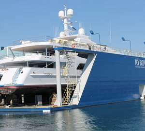 Trinity charter yacht MI SUENO - first superyacht hauled out by Rybovich on floating dry dock