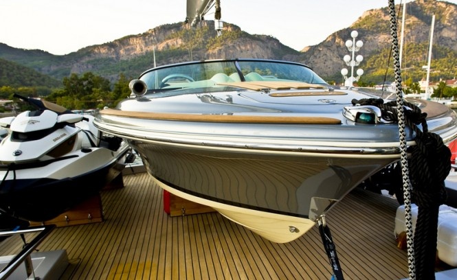 60 Years Yacht - Flybridge - Tenders