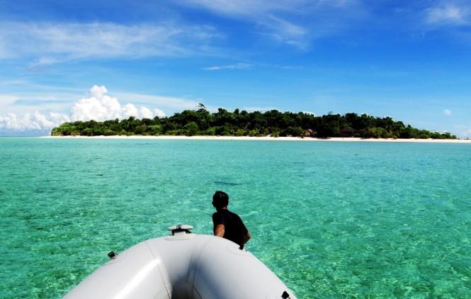 Aproaching an island - Image courtesy of yacht Raja Laut