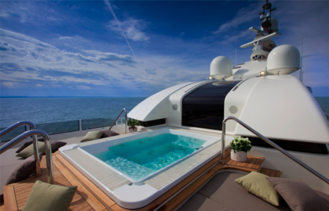 J'Ade yacht by CRN - Spa Pool