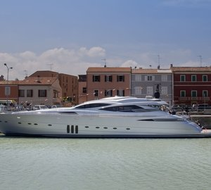 Pershing launch 10th motor yacht Pershing 115