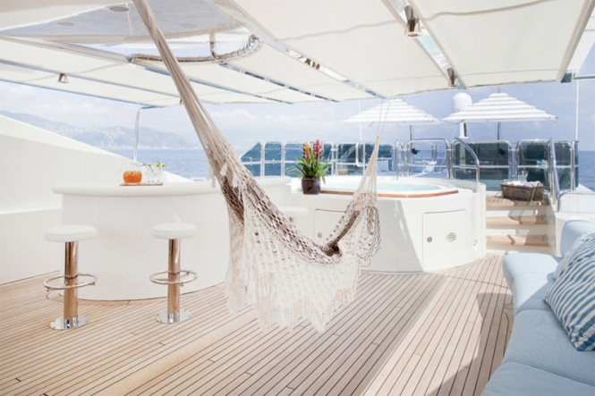 JO superyacht - Sun Deck Bar and Spa Pool