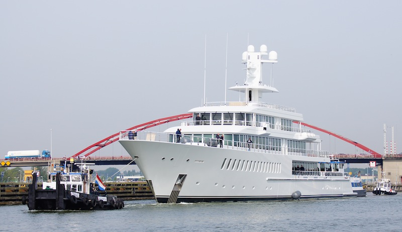 Luxury mega yacht Musashi - Photo by Kees Torn