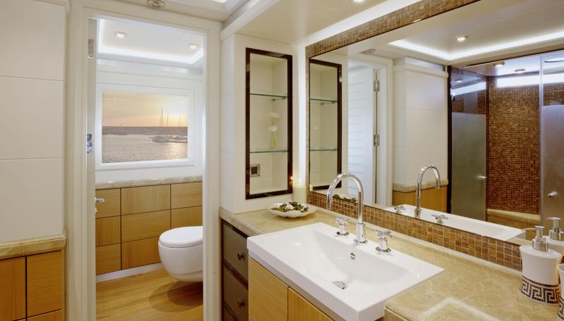 Luxury yacht Quaranta - Master ensuite