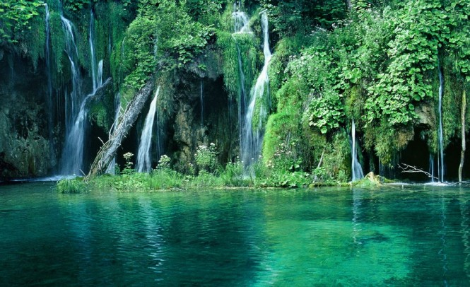 Beutiful waterfalls to discover on your next Croatia yacht charter vacation