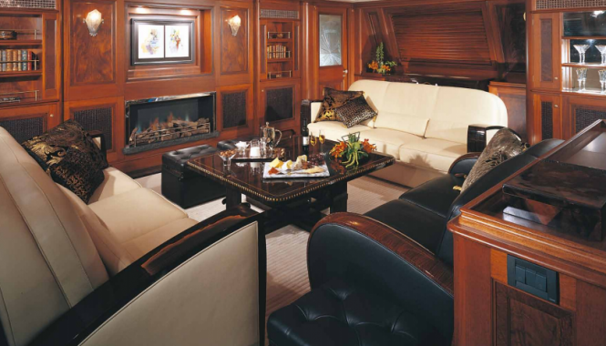 Luxury superyacht TIARA - Image credit to Alloy Yachts