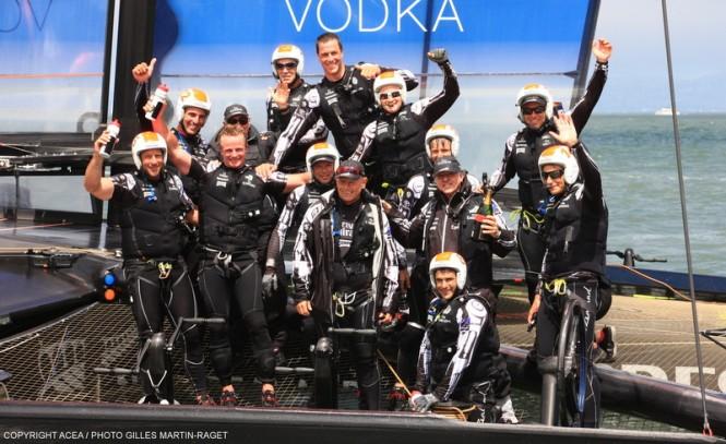 Louis Vuitton Finals Race 8; Luna Rossa vs Emirates Team New Zealand