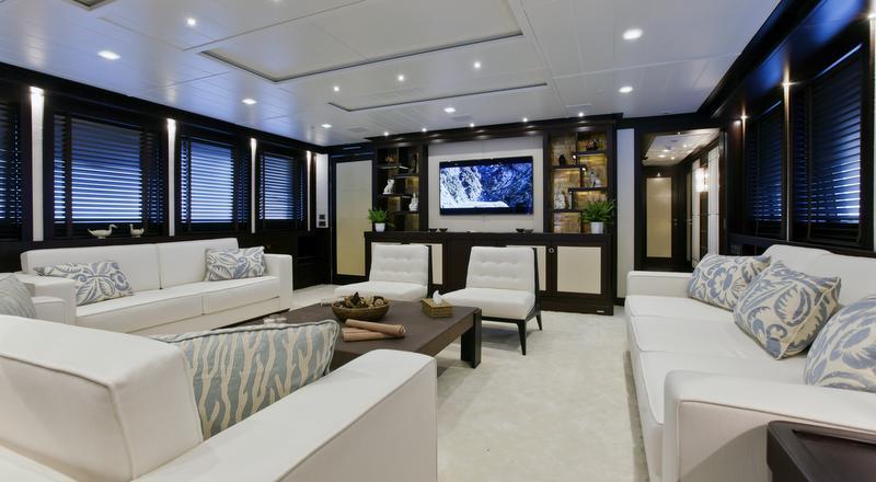 Luxury yacht Karia - Main Saloon