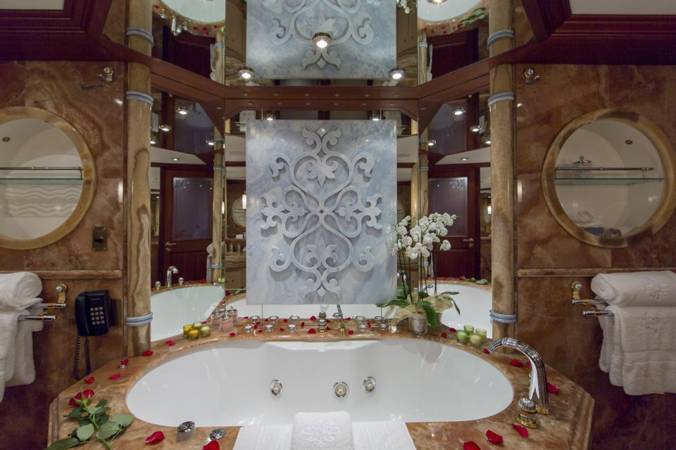 Owner bathroom - superyacht MOSAIQUE