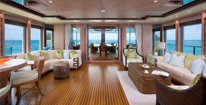 Luxury motor yacht PERLE BLEUE Skylounge.