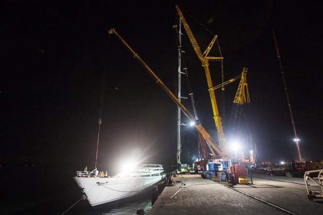 Luxury yacht M5 - Stepping Mast