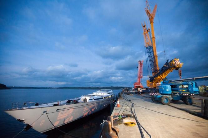 M5 Yacht - Stepping Mast