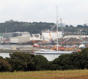 Sailing yacht M5's 89m mast re-stepped at Pendennis by Marine Results