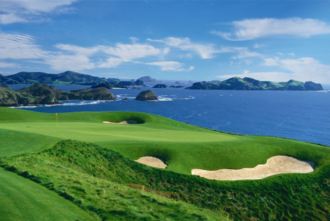 Hole #7 Luxury Lodge New Zealand   Golf Spa Resort – Kauri Cliffsb - Image credit to Kauri Cliffs