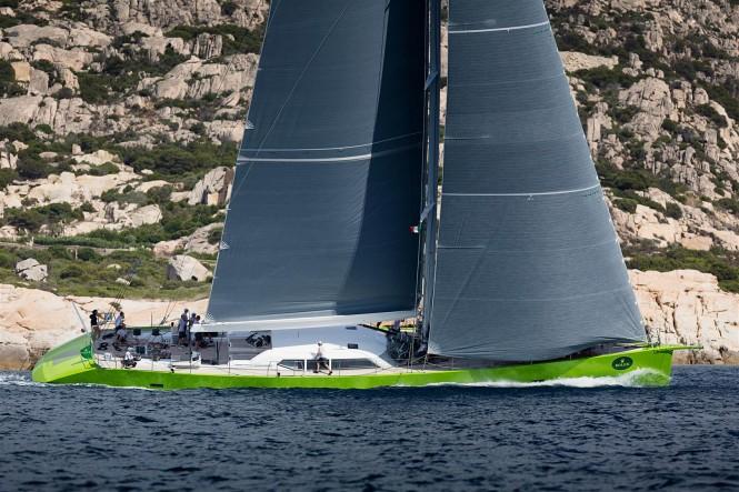 Luxury yacht Inoui - side view - Photo by Carlo Baroncini