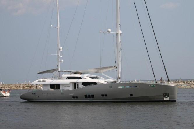 Luxury yacht Lunar