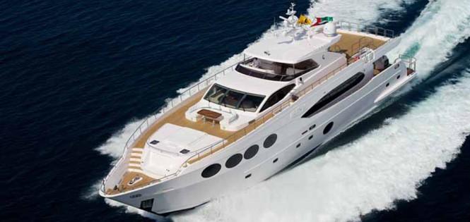 Majesty 105 superyacht Le Must