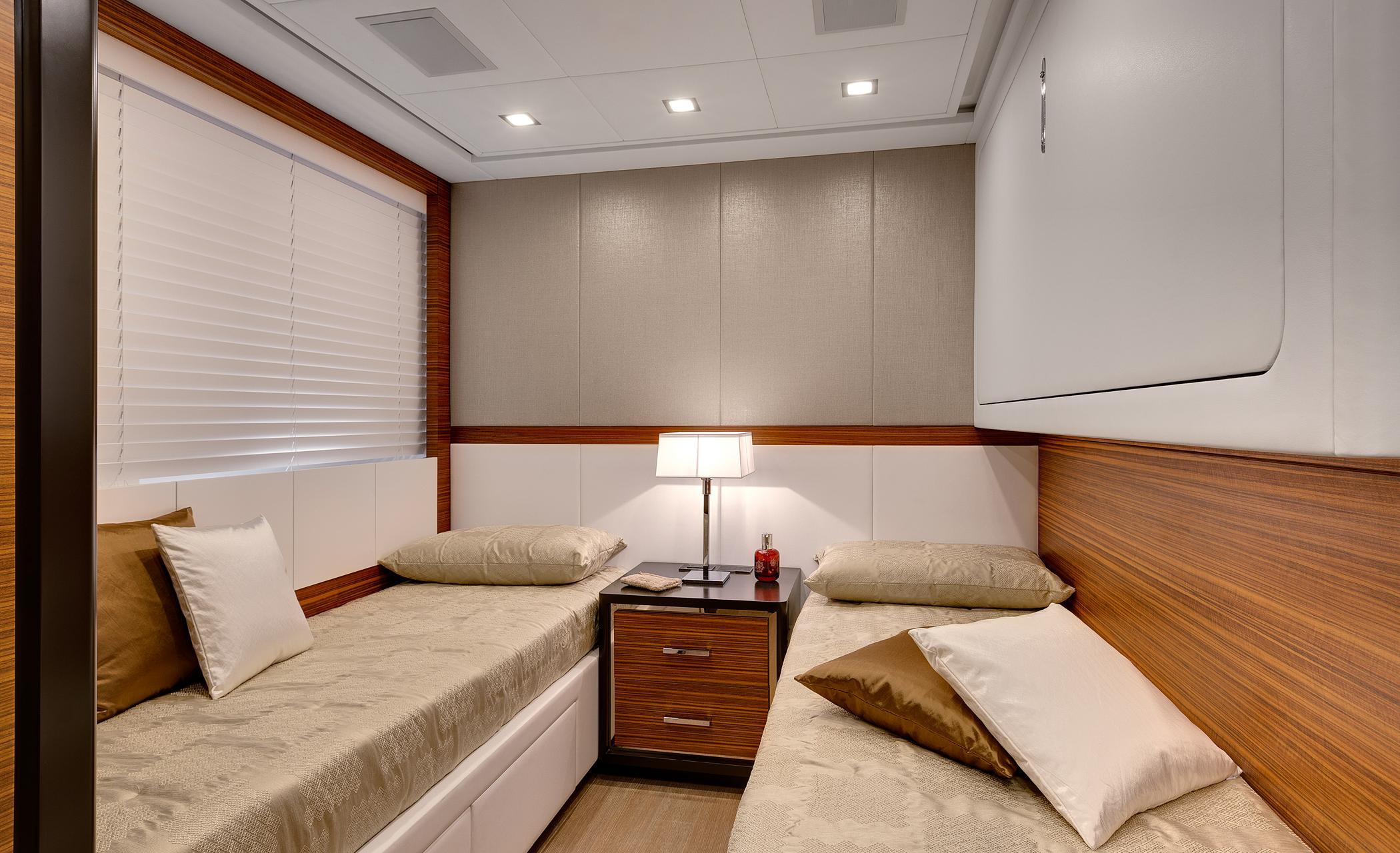 Motor yacht Mangusta 110 - Twin cabin