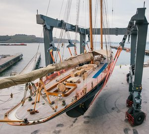Pendennis uses new 640-tonne hoist to lift sailing yacht MARIETTE
