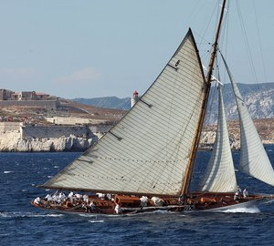 Classic sailing yacht MOONBEAM IV now available for French Riviera yacht holiday