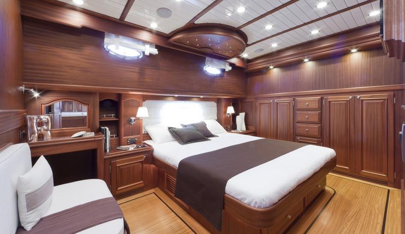 Luxury yacht 77 Flybridge - Cabin - Photo by Alberto Cocchi